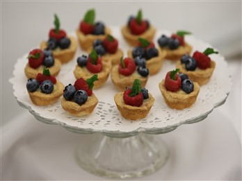mini lemon fruit tarts